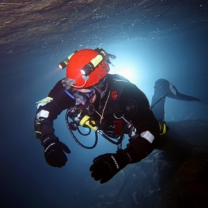 A British cave diver in good visibility